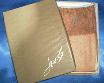 """2 Pairs of Vintage Hanes """"Barely There"""" Luxurious Boxed Stockings 9 1/2"""
