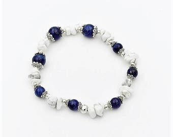 Elastic bracelet with lapis lazuli and howlite ships