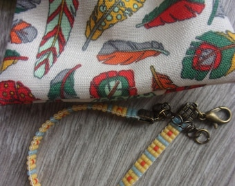 """NEW! """"Lakota"""" collection bracelet and its small case in cotton with Indian feathers / / yellow, coral and blue miyuki beads and brass"""