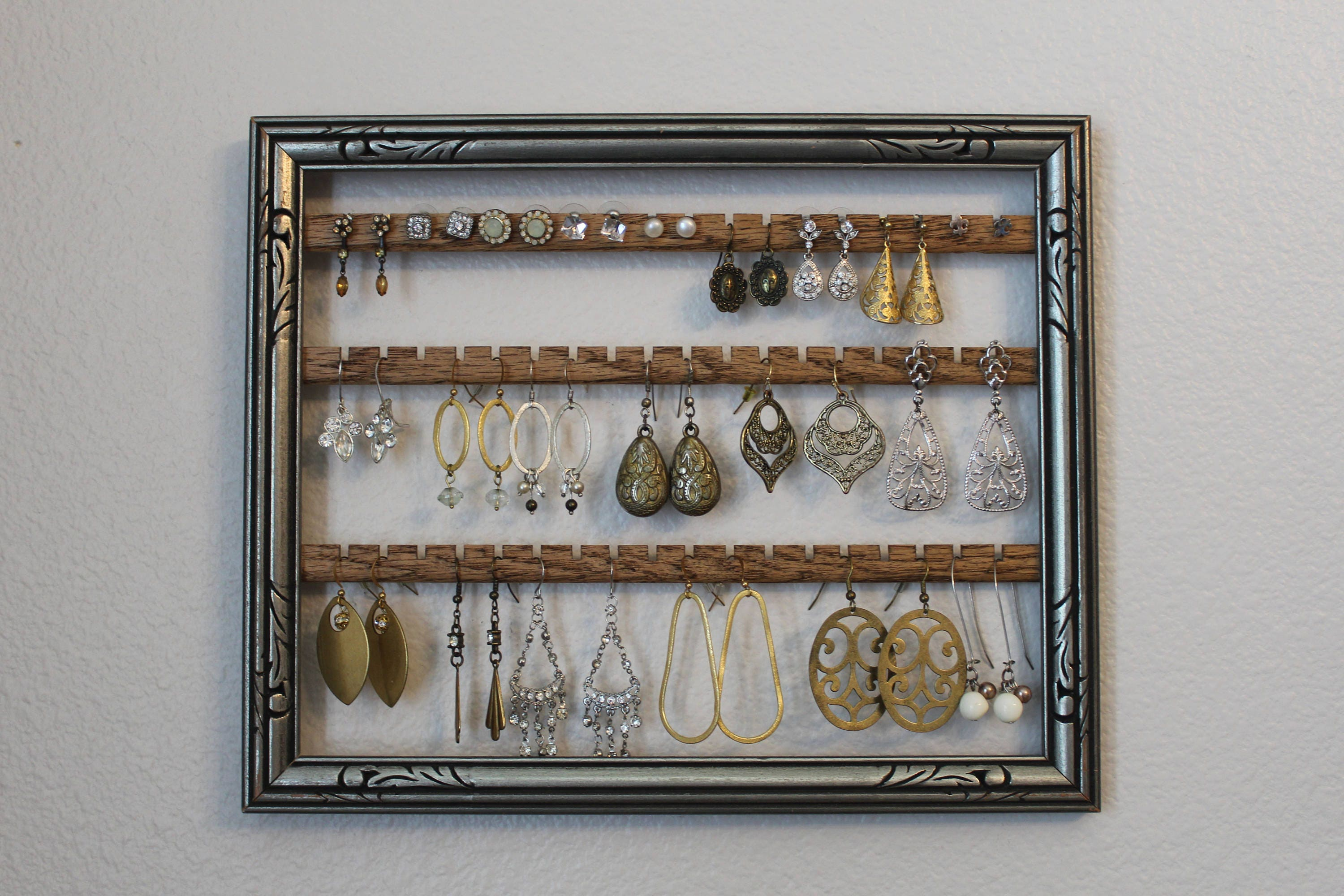 Silver jewelry holder frame hanging earring organizer for Picture frame organization wall