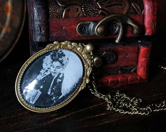 Post Mortem Necklace with box