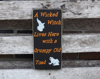 Halloween sign, A Wicked Witch lives here with a Grumpy Old Toad, country decor, Halloween Decor