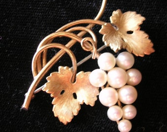 Pin Brooch Gold Real Pearl Grape cluster with Leaves Vintage 1950's leaf