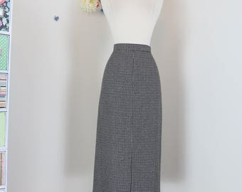 "1960s Skirt - Pencil Skirt - Black White Houndstooth Check -  Fitted Midi - Mad Men Style - Sexy Secretary - Vintage - Size M/L 30"" Waist"