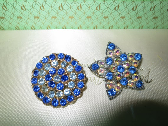 2 Lovely vintage blue rhinestone star and round brooches
