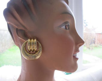 Big gold vintage earrings, Statement gold hoop clip on 1980s, Textured gold metal huge oversized clip on earrings, birthday present gift