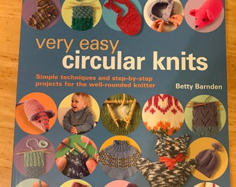 Very Easy Circular Knits: Simple Techniques and Step-by-Step Projects for the Well-Rounded Knitter by Betty Barnden