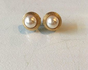 Vintage Goldtone and Pearl Screw Back and Clip On Earrings