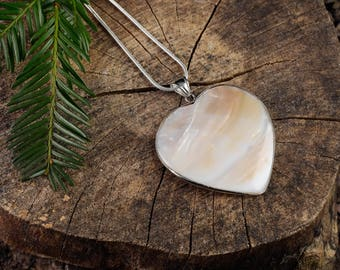 MOTHER OF PEARL Heart Pendant - Shell Jewelry, Shell Pendant, Pearl Necklace, Shell Necklace, Mother of Pearl Necklace, Heart Necklace E0735