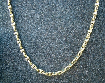 18 carat yellow and white gold chain in marine design-60 centimeters long yellow gold chain in 18 carat gold.