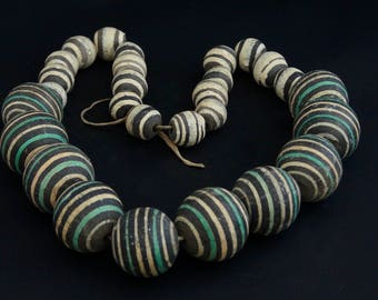 T4-  A necklace of Baoule beads
