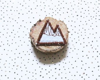 Brooch mountain in white tissue honeycomb and Brown cotton, form mountain brooch, brooch boho brooch