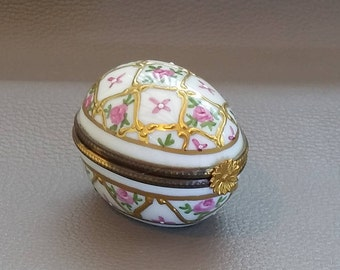 Sevres Style, Patch Box, Snuff Box, Bonbonierre, Porcelain, Egg Shaped, Container dating  from early 1900s