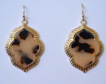 Blonde Tortoise or Tortoise Clover Shaped Earrings with Gold Plated Outside Rim // Long Dangle Earrings