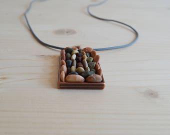 Beach pebble rectangular necklace