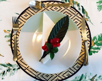 GREEN/Leaf Table Runner/Table Decor/Table Accessories/Gift Ideas/Hand painted/Outdoor Dining/Indoor Dining