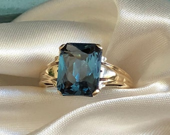 Estate London Blue Topaz Emerald Cut Solataire Ring 10K Gold