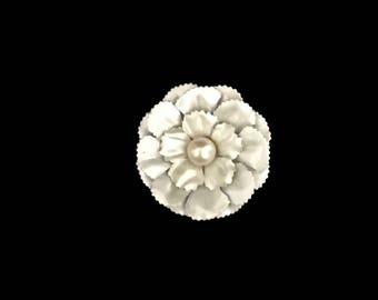 Vintage 60s Pearl and Metallic Cream Floral Brooch   GJ2831