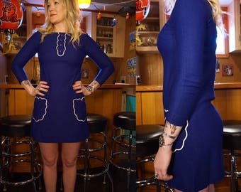 True Vintage 1960s Blue MOD Mini Dress 60s Medium with white scallops, buttons and little pockets AMAZING!