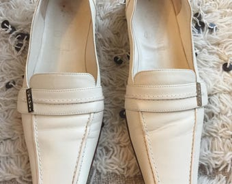 Vintage CHANEL Gold Metal Logo White Leather Loafers Flats Driving Shoes Smoking Slippers Ballet Flats 7.5 / 6.5 - 7