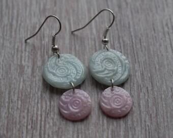 Boucles d'oreilles pendantes - Rose & bleu - Pâte polymère