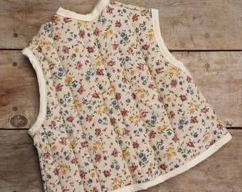 Baby Bib - Quilted Smock-style, vintage 1980's floral print