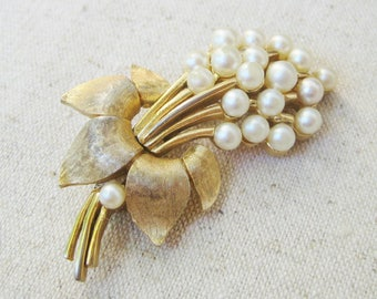 Trifari Flower Brooch, Vintage Brooch, White Faux Pearl, Gold Tone, Wedding Bridal Jewelry, Floral Pin, Valentines Day, Mothers Day, Gift