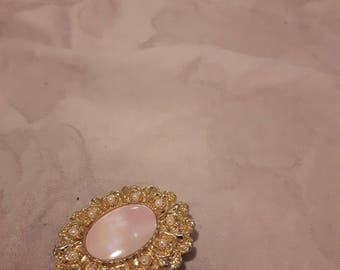 Vintage Gold Tone Oval Faux Mother of Pearl (Pink/White) Scarf Clip - Faux Pearls - 1960s