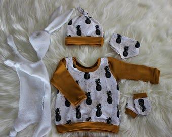 Pants, shirt, bib, mittens and hat set! Outifit birth, unique Creation: Scintille Imagination