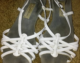 1980s White Strappy Famolare Sandals Size 7