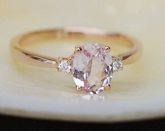 Peach sapphire engagement ring. Promise ring. Oval engagement ring. 3 stone ring. Rose gold engagement ring. Gemstone ring by Eidelprecious