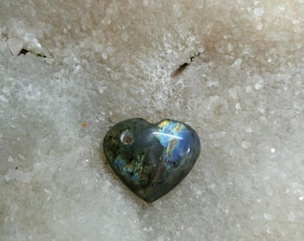 Blue LABRADORITE and Rainbow pierced 11,87 Gr-heart pendant
