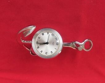 ancienne pendulette réveil de bureau par la maison Hermes en forme d'encre marine, old desk clock by Hermes house in the form of marine ink
