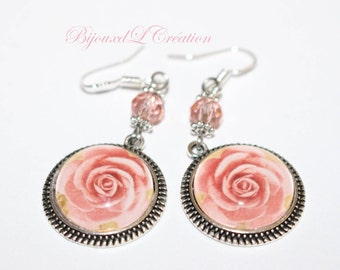 Romantic earrings with roses