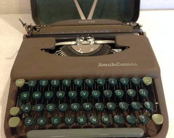 "1949 Smith-Corona ""Skyriter"" Portable Manual Typewriter (First Series)"