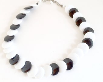 The Vintage Choker in black and white resin pellets