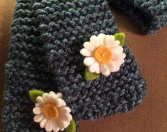 Hand knit Wool Scarf with Daisies