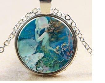 1 silvered metal motive siren Medallion Choker necklace