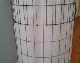 Country wire laundry basket