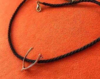 9ct gold vintage wishbone brooch