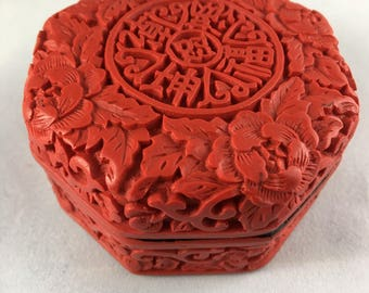 Chinese red deep-carved cinnabar lacquer jewelry box
