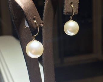 18k Gold Freshwater Pearl Rings by COSE