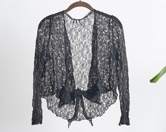 Beautiful 1930s lace wrap blouse with bow detail