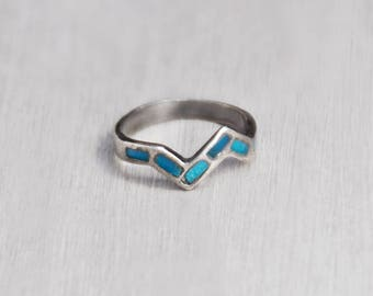 Vintage Turquoise Zigzag Band Ring - sterling silver inlaid V shaped stacking band ring - Size 6.25