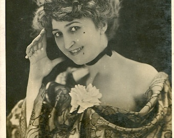 Vintage French RPPC postcard - Actress miss Marville SC168