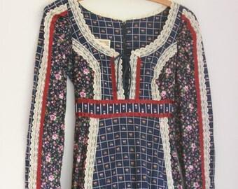 Vintage Gunne Sax maxi dress calico prairie style navy blue and burgundy ladies size 2/4