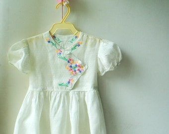 Summer vintage 50s, white cotton with swiss dots, hand made with  embroidered flowers dress. Size 3 years.