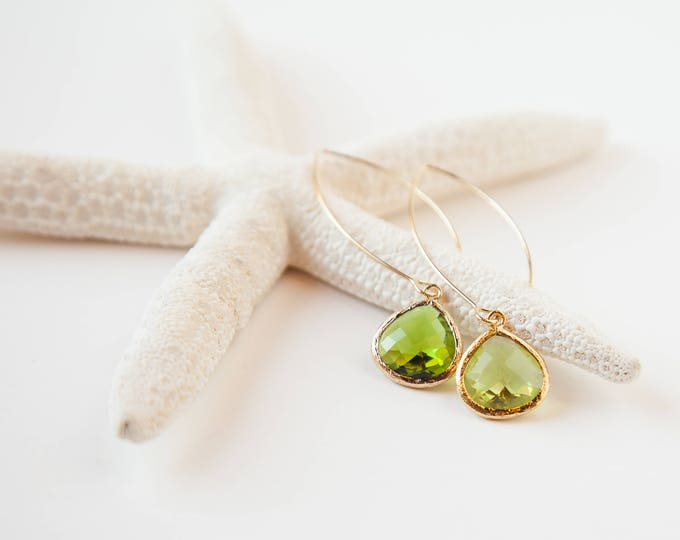 Light green drop earrings in Gold