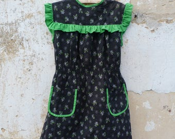 Vintage  1970/70s French black & green printed tiny flowers girl dress pinafore school dress size 6/8 years old