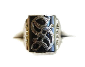 """Antique Onyx 14K White Gold """"S"""" Signet Ring in Old English Gothic Script Vintage"""